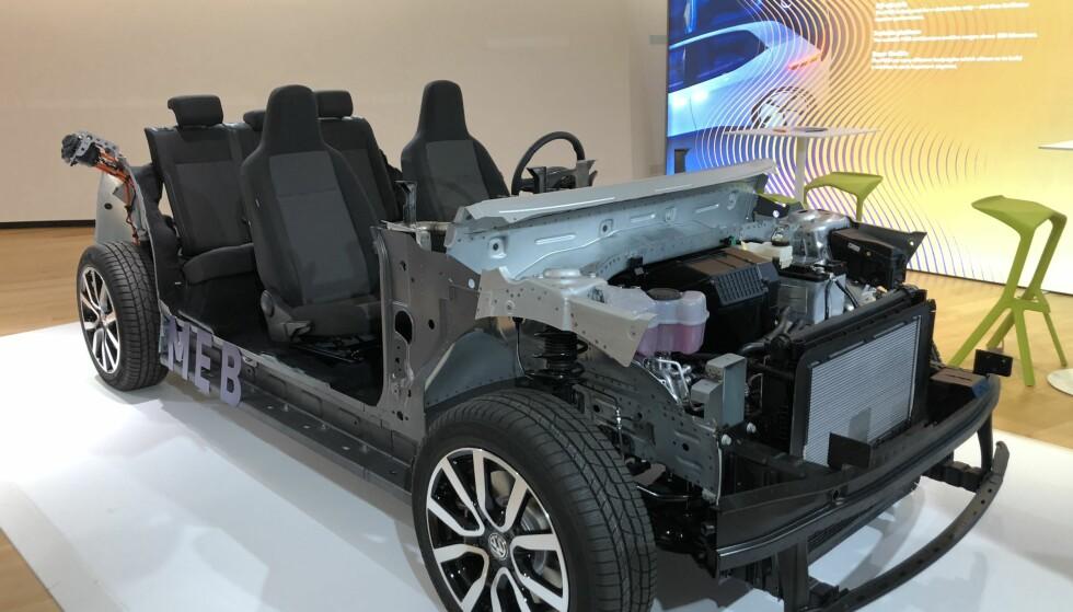 PLATTFORMEN: Slik ser det ut når VW avslører teknologien i bunnen på deres nye elbil, VW I.D. Foto: Fred Magne Skillebæk