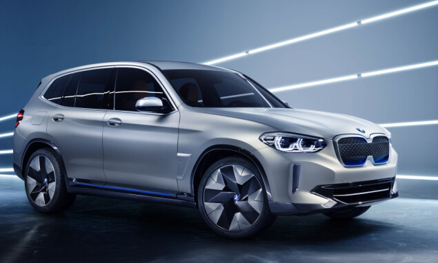BLÅ DETALJER: Hele bransjen bruker fargen blå for å indikere elektrisitet. BMW iX3 er intet unntak. Foto: BMW