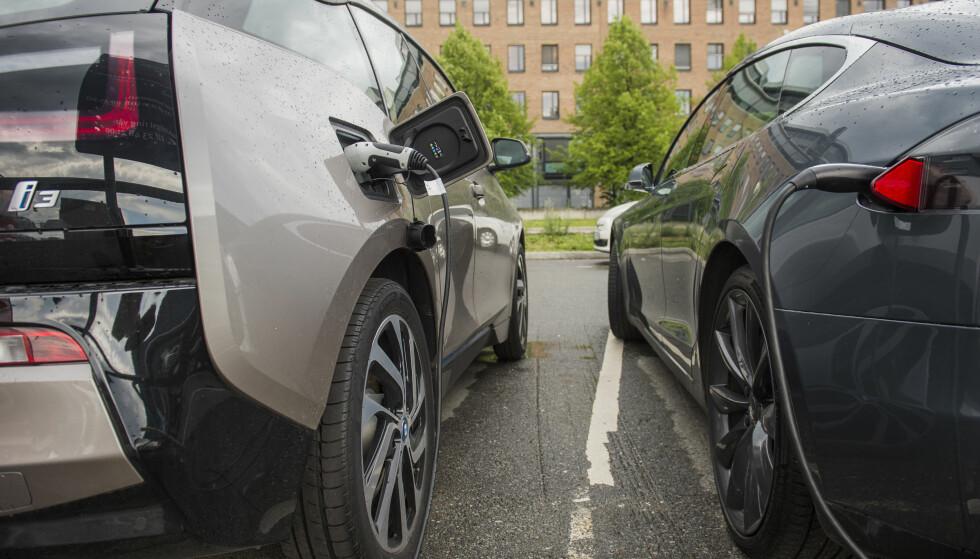 BATTERISKADER: Hvem har ansvaret dersom bilen din blir skadet under lading? Foto: NTB Scanpix