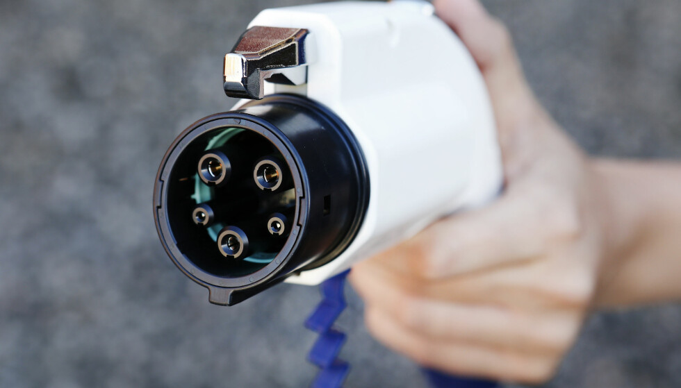 Type 1-kabel. Låsefunksjon på selve kontakten i motsetning til i bilen.