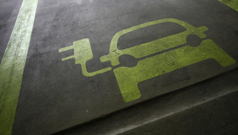KREVER ENDRING: NAF vil at reglene for lading i borettslag endres. Foto: Reuters