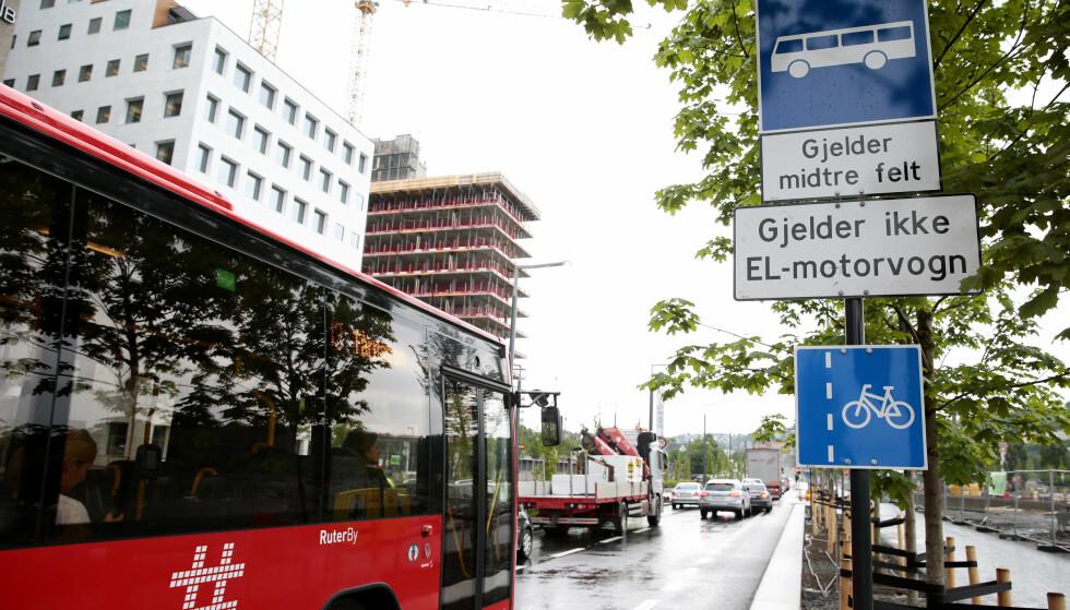 FORVIRRING: Kan du egentlig trafikkreglene for elbiler? Foto: NTB Scanpix
