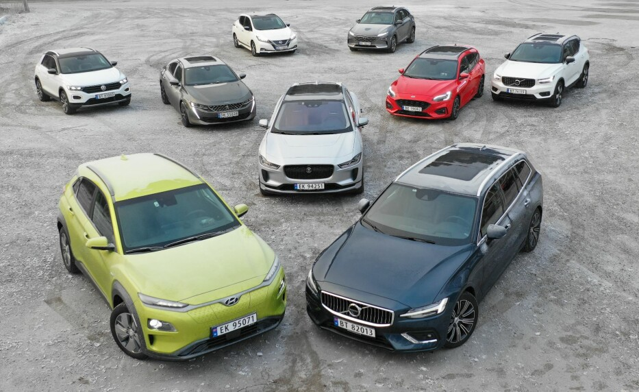 <strong>Vinneren:</strong> Jaguar i-Pace er her omkranset av konkurrentene i kåringen av Årets Bil 2019. Foto: Fred Magne Skillebæk