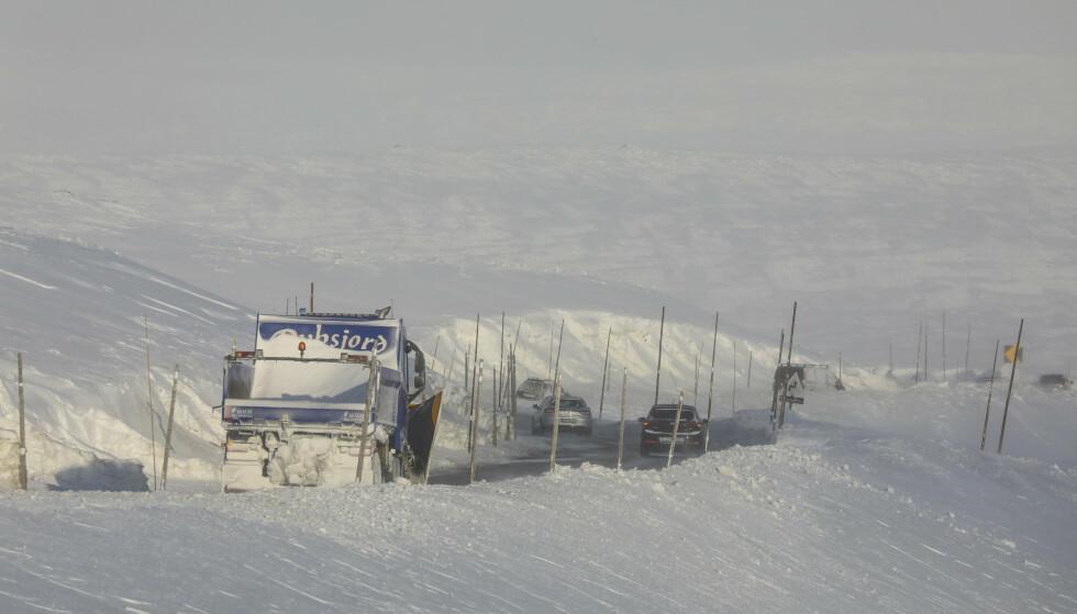 <strong>KOLONNEKJØRING:</strong> Forbered deg godt dersom du skal over fjellet, ber Statens vegvesen. Foto: NTB Scanpix