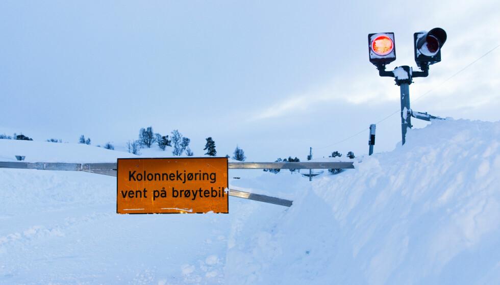 <strong>KOLONNEKJØRING:</strong> Forbered deg på å havne i kolonnekjøring hvis du skal over fjellet. Foto: NTB Scanpix