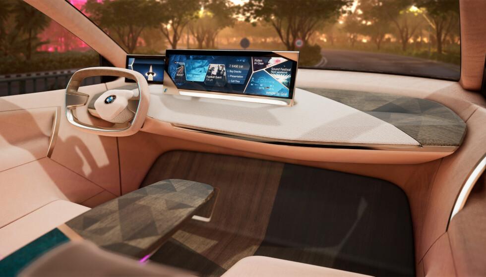 RYDDIG: Førermiljøet er ryddig, og funksjonsvalgene gjøres på skjermen. Foto: BMW