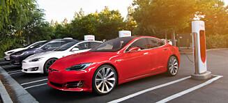 Tesla bygger ladere i byene