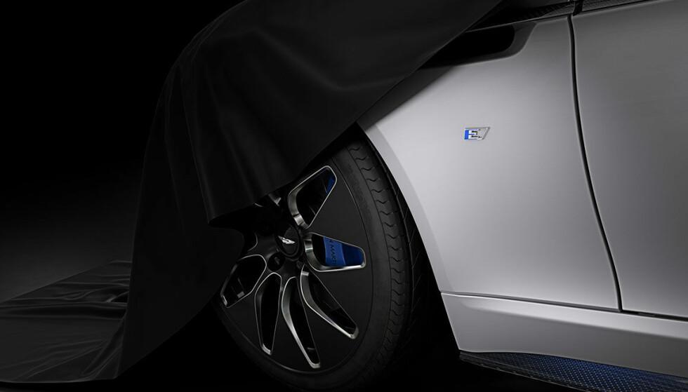 KJØRER: Nå har det kommet bilder av Aston Martins Rapide E som kjører for første gang. Foto: Aston Martin