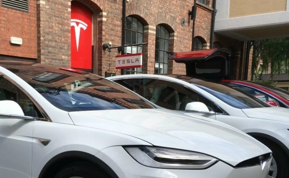 DYR LÅNEBIL: Skal du ha lånebil hos Tesla den kommende tiden, kan du ryke på en dyr egenandel. - En feil, sier Tesla Norge. Foto: Jamieson Pothecary