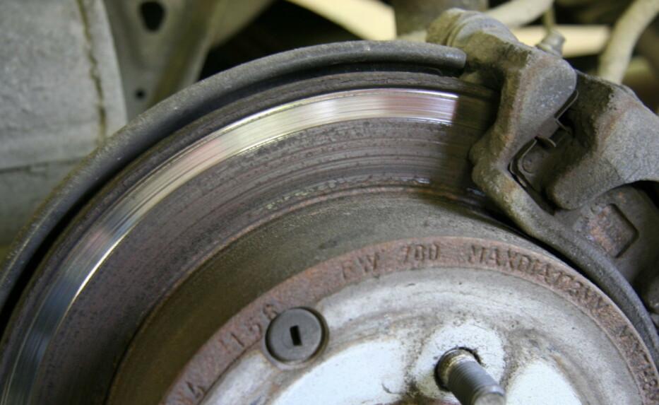 KAN MISTE VEIGREPET: Regenerativ bremsing gir strøm tilbake til bilen underkjøring, men i verste fall kan du også miste veigrepet. Foto: Rune Korsvoll