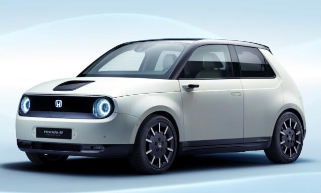 <strong>LITEN, MEN STOR:</strong> Bilen ser veldig liten ut, men er større i virkeligheten. Legg merke til kameraspeilene. Foto: Honda