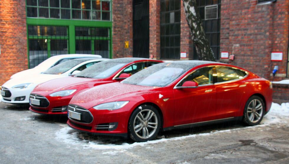 PRISØKNING: Etter å ha senket prisene flere ganger, går nå Tesla motsatt vei. Foto: Jamieson Pothecary
