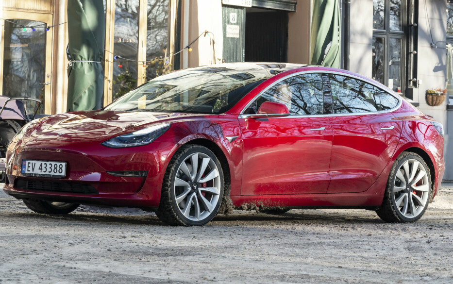<strong>MEST SOLGT:</strong> Tesla Model 3 ble verdens mest solgte elbil i 2018. Foto: Jamieson Pothecary