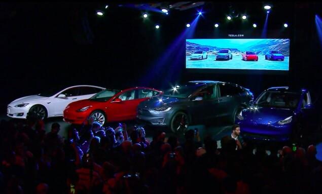S3XY: Her er alle bilene ved siden av hverandre. Fra Venstre staver modellene S 3 X Y. Foto: Skjermdump