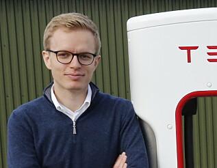 LEIT: Kommunikasjonssjef i Tesla, Even Sandvold Roland, sier de gjør alt de kan for å ta hånd om kundene. Foto: Tesla.