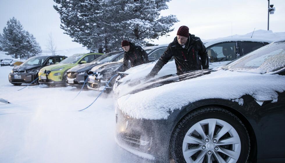 <strong>TØFF TEST:</strong> De seks elbilene har vært igjennom tøffe tester av rekkevidde, varme, lys, bremser, kjøreegenskaper og framkommelighet. Foto: Markus Pentikainen.