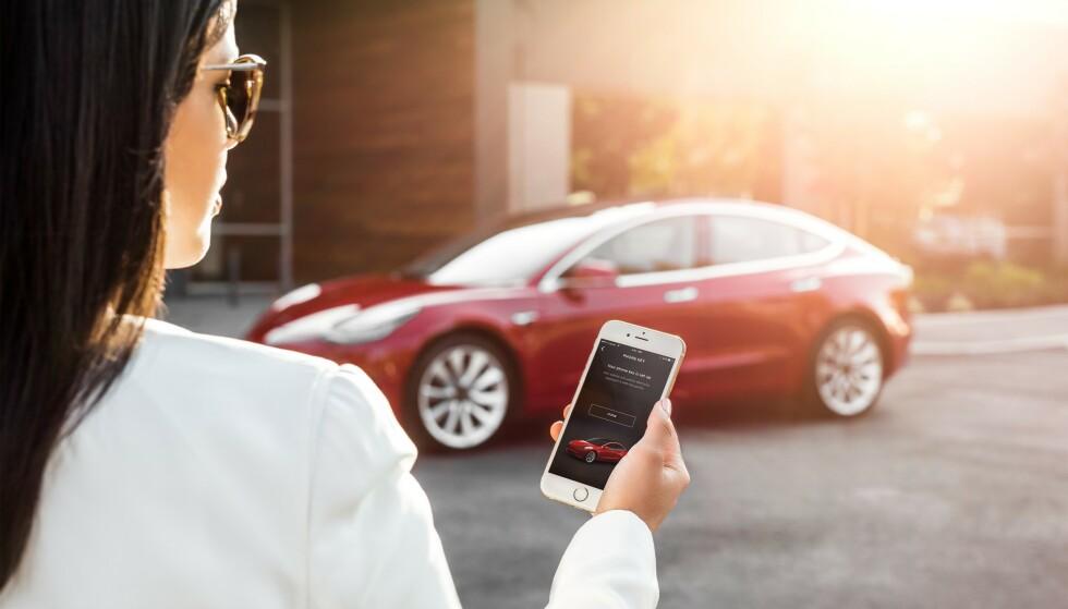 Gigantrekord: Med over 11.000 nye elbilkunder på en og samme måned, vil mange få spørsmål de ønsker svar på. Foto: Tesla