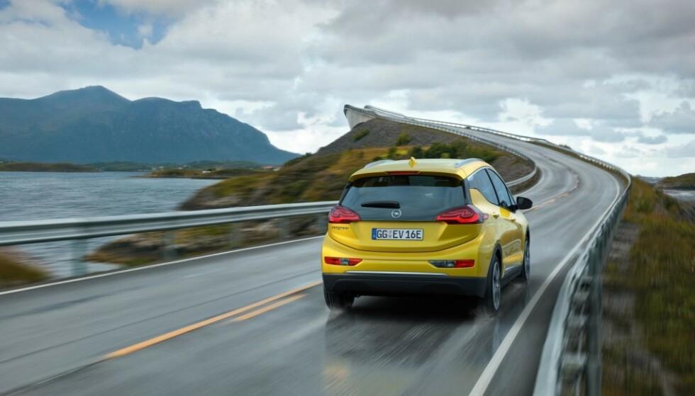 LENGRE REKKEVIDDE: Snart kan bilen kjøre 1000 km på en lading, mener sveitsisk batteriprodusent. Foto: Opel
