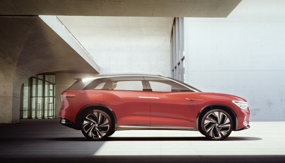 5 METER: Bilen måler nær fem meter i lengde, og har tre seterader. Foto: VW