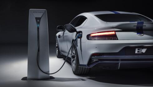RASK LADING: Bilen skal ha kapasitet til lynlading. Foto: Aston Martin
