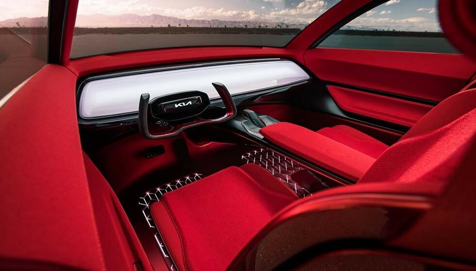 INGEN KNAPPER: Berøringsplaten på dashbordet styrer bilens funksjoner. Foto: Kia