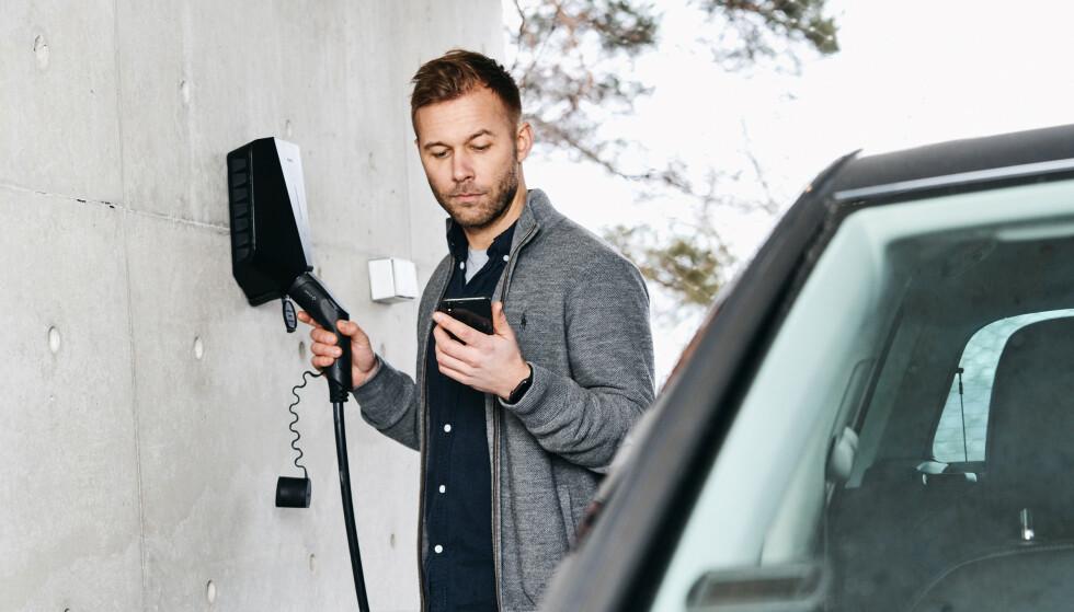 HJEMMELADING: Med hjemmelader fra Circle K blir det lett, kjapt og oversiktlig å lade elbilen hjemme i egen garasje.