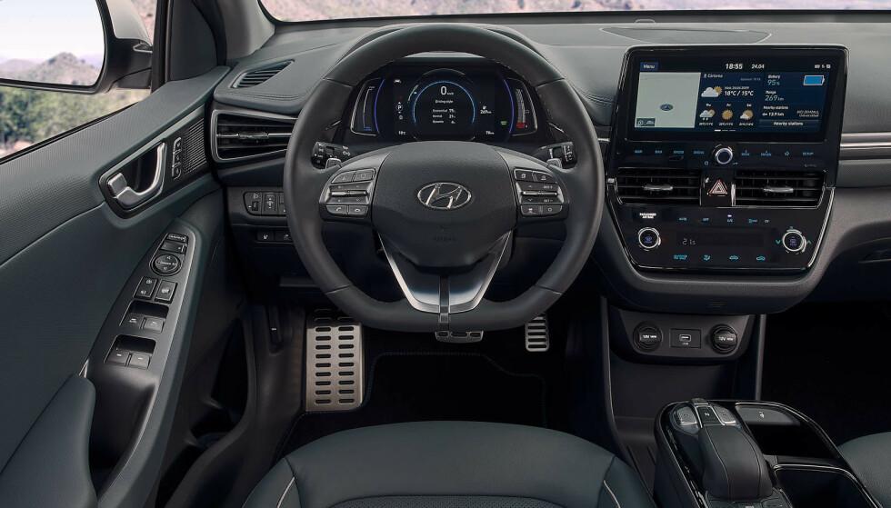 MER TEKNOLOGI: Ioniq har fått en 10,25 tommer berøringskjerm og muligheet for app-styring. Foto: Hyundai