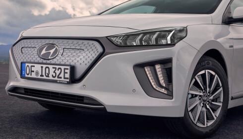NY: Fronten på bilen har fått et nytt design, sammen med nye LED-lykter. Foto: Hyundai