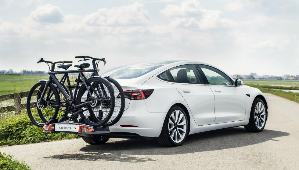 HENGERFESTE: Nå kan du bestille Tesla Model 3 med hengerfeste. Ble lansert i natt. Foto: Tesla
