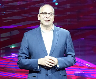 ENTUSIAST: Styremedlem i VW, Jürgen Stackmann, viste frem ID.3 i Berlin i dag.