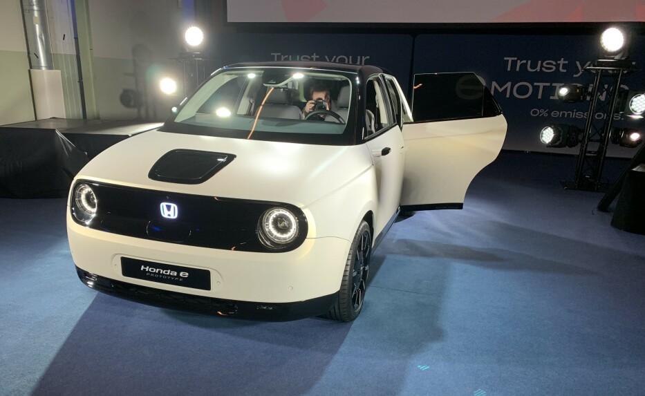 START: Nye Honda e er starten på produsentens el-eventyr. Flere helelektriske modeller skal følge i årene som kommer. Foto: Christina Honningsvåg