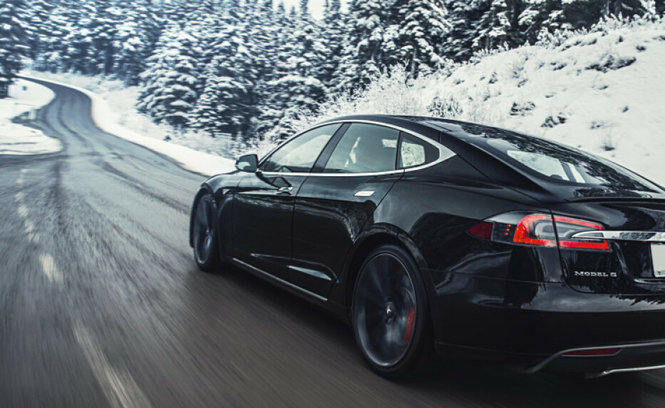 SJOKKERT: En bileier oppdaget at bilen hans var på heisatur i Tønsberg, mens den skulle vært hos bilpleiefirma i Larvik. Foto: Tesla