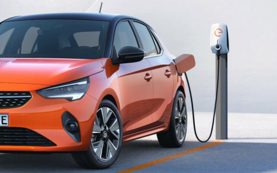 REKORDBILLIG: Det har aldri vært billigere å kjøre egen bil, takket være den lave strømprisen. Foto: Opel