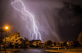 Bør man lade elbil i tordenvær?