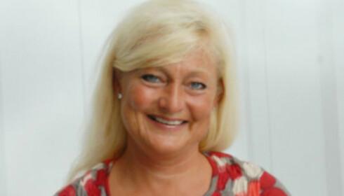 IKKE TRYGT: Avdelingsdirektør i DSB, Anne Rygh Pedersen, sier det ikke er trygt å lade elbilen hjemme under tordenvær. Foto: DSB