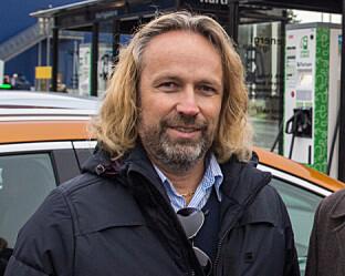 HELT TRYGT: Regiondirektør for Ionity i Nord-Europa, Jan Haugen Ihle, sier det er helt trygt å lade på deres ladere. Foto: Fortum