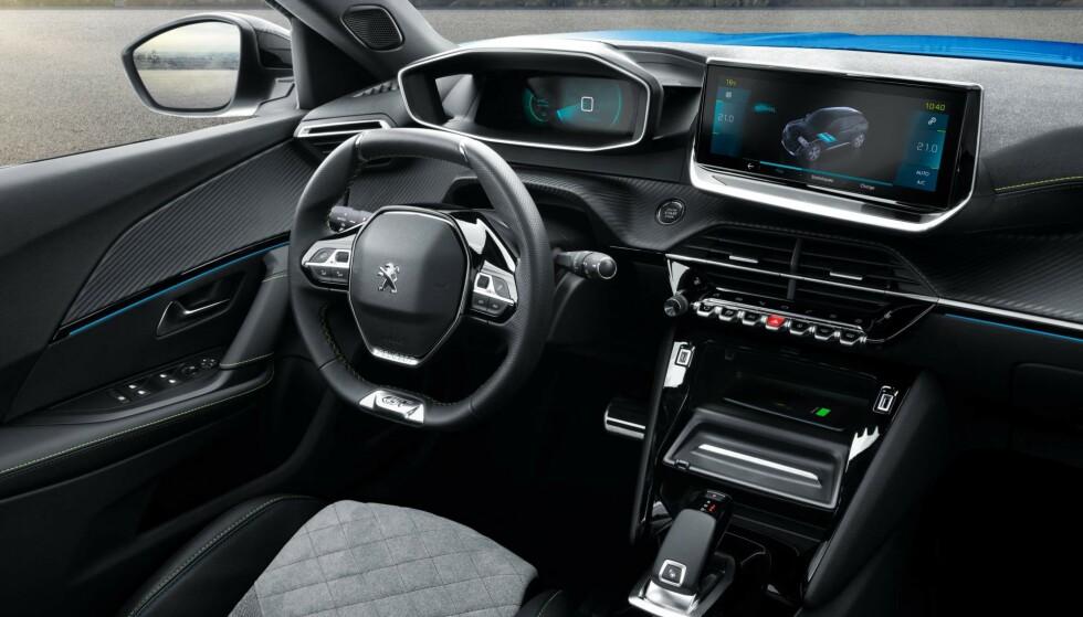 3D: e-2008 får egne instrumenter i både 3D-skjermen og berøringsskjermen på dashbordet. Foto: Peugeot
