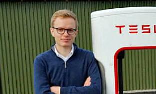- HYGGELIG: Kommunikasjonssjef i Tesla Norge, Even Sandvold Roland, er fornøyd med testresultatene. Foto: NTB Scanpix