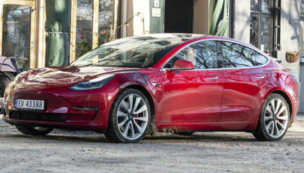PRISDRYSS: Tesla Model 3 vant flere priser under en britisk prisutdeling nylig. Foto: Jamieson Pothecary