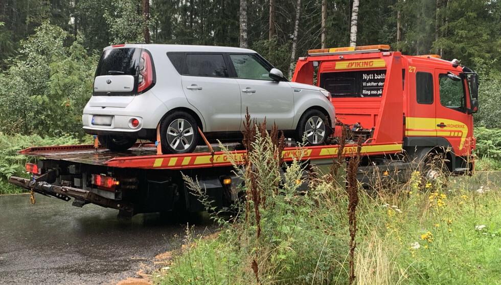 STRØMTOM: Bilen mente den hadde for lite rekkevidde for å nå frem, vi mente det skulle holde. Bilen vant. Foto: Christina Honningsvåg