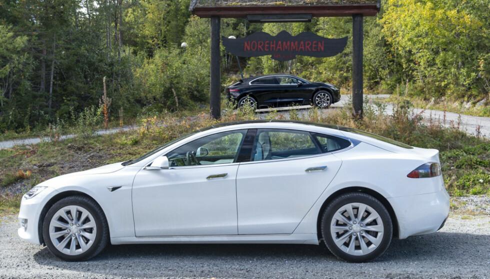 <strong>SAKSØKES:</strong> Tesla saksøkes etter å ha kuttet rekkevidden på eldre versjoner av Model S og X. Foto: Jamieson Pothecary
