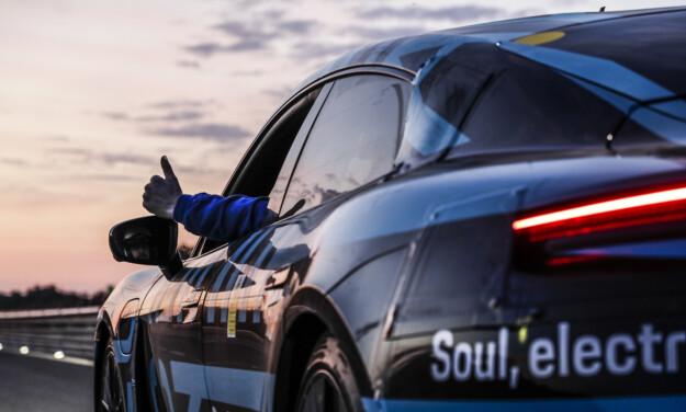 TOMMEL OPP: God spirit er halve moroa. Foto Porsche