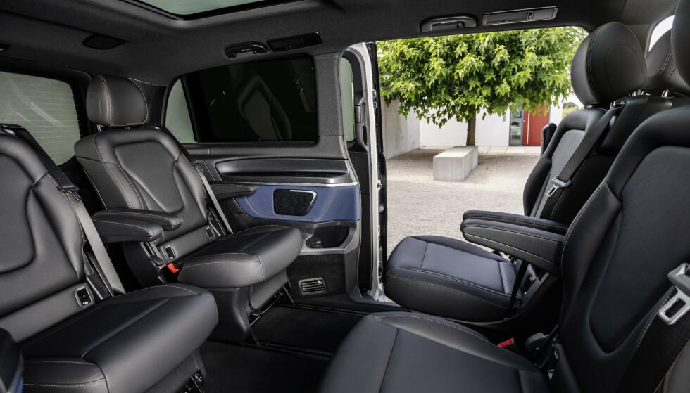 ROMSLIG: Bilen har god plass, også som familiebil. Foto: Daimler