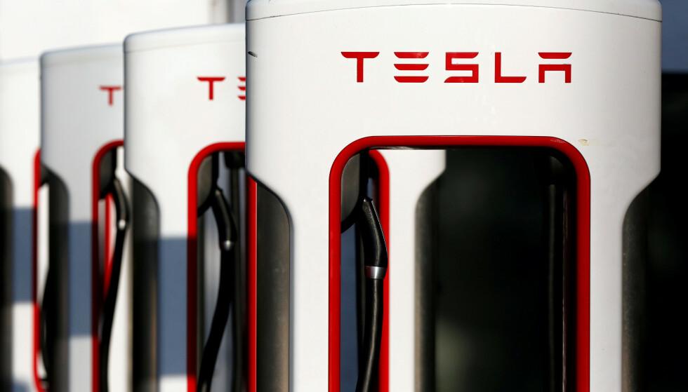ØKT EFFEKT: Nå kan du lade raskere, med høyere effekt, på Tesla Supercharger-stasjoner. Foto: Reuters