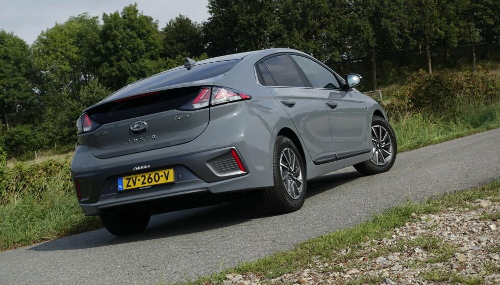 KJENT SAK: Du vil fortsatt kjenne igjen Hyundai Ioniq når du ser den, selv etter faceliften. Foto: Rune Nesheim