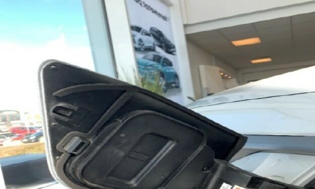 LØSNING: En pakning som monteres på innsiden av ladeluken skal hindre snø i å trenge seg inn. Foto: Hyundai