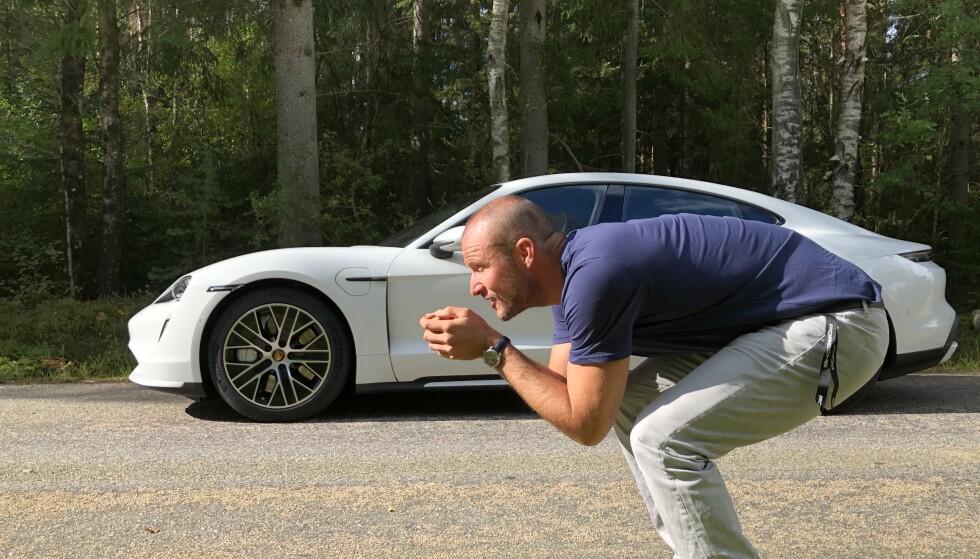 BYGD FOR FART: De har klare fellestrekk, bilen og mannen. Begge er utvilsomt lagd for fart. Foto: Fred Magne Skillebæk