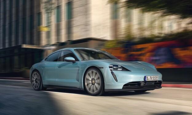 SMÅ FORSKJELLER: Du kjenner igjen en 4S på fargen på kaliperne, de mindre felgene, og en enklere frontfanger. Foto: Porsche