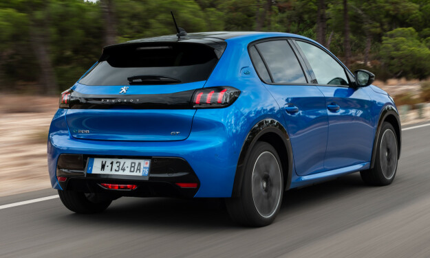 STILFULL: I GT-utgave, som her, viser bilen seg fra sin beste side. Utstyrsversjon Allure er langt mer moderat.