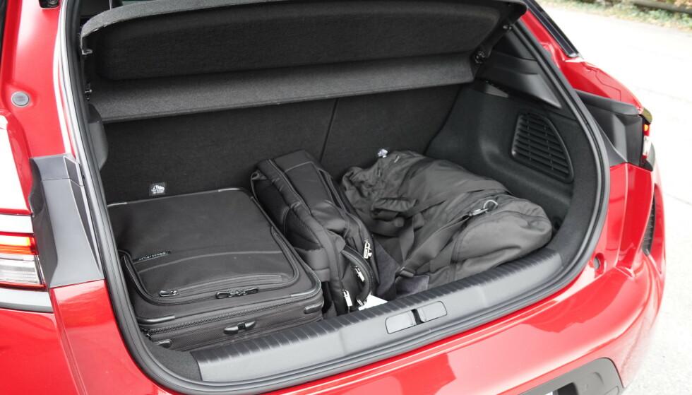 GOD PLASS: Bilen har godt med bagasjeplass. Foto: Fred Magne Skillebæk